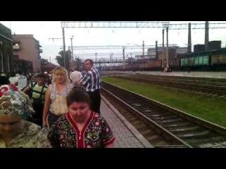 ВЛ8м-764 с поездом №564 Луганск-Киев и побегушки за вагоном))))