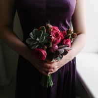 Свадебный букет из пионов томск, букет невесты из лепестков синих роз фото