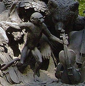 Памятник Крылову Мартышка