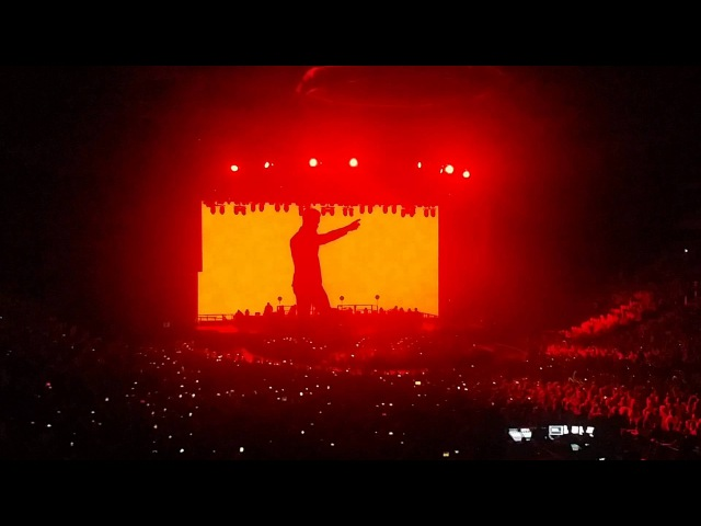 Robbie Williams - Intro Let Me Entertain You | 15/04/2015 | Minsk-Arena
