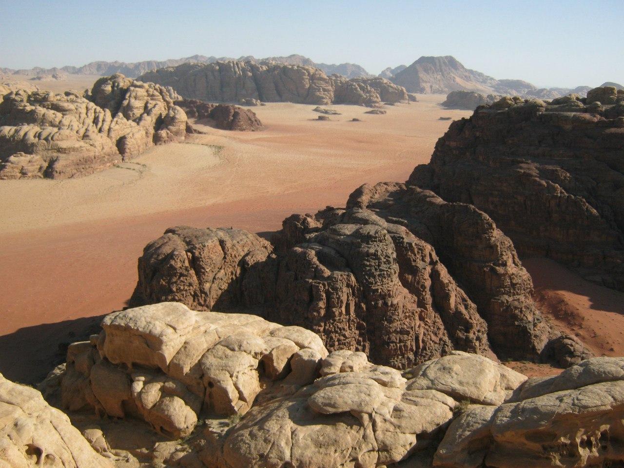 где встречаются красная и белая пустыни в Вади Рам