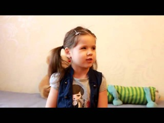 Девочка рассказывает стих Бородино! Умничка!)