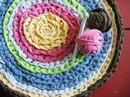 Вязание крючком ковриков - это отличная возможность создать. .  Из старых футболок можно сделать интересный коврик...