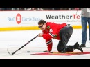 Dan Aykroyd plays Shoot the Puck in Chicago
