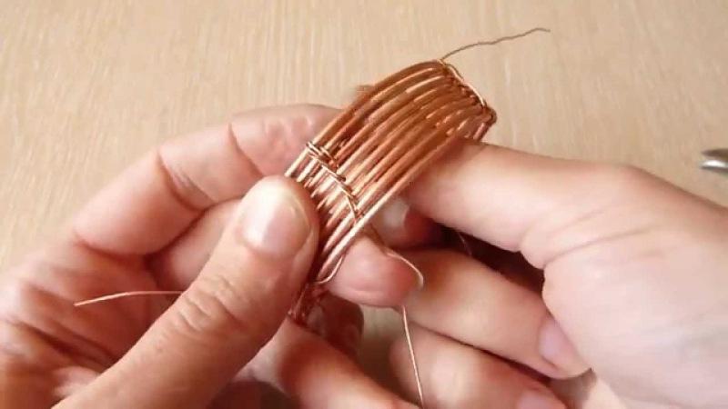 Плетеный браслет из проволоки