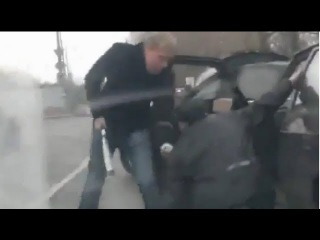 Street justice for roadrage attacker in Russia