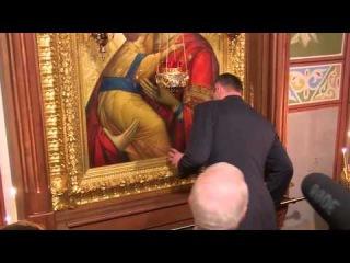 Кличко ударился головой об икону во время службы в храме. Киев, Украина