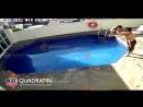 Шокирующее видео!Отец учит  3 - нюю дочь плавать  ...
