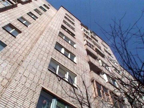 В городе Таганроге с 8-го этажа выпала 27-летняя девушка