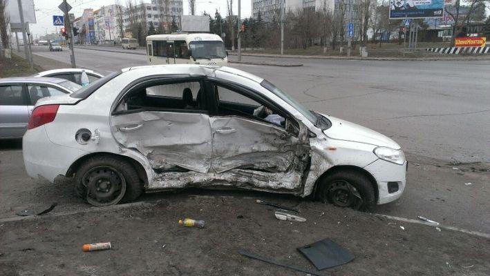 Таганроженке, попавшей в жуткое ДТП в Ростове, срочно требуется донорская кровь любой группы