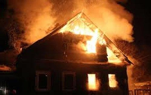 В пригороде Таганрога сгорел частный жилой дом