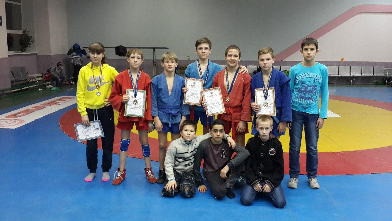 Юные таганрогские самбисты показали хорошие результаты на соревнованиях в Ростове