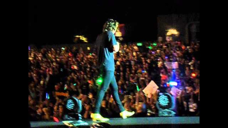 One Direction singing HAPPY BIRTHDAY to a fan Natasha in HONGKONG 18 03 15 ' On The Road Again'
