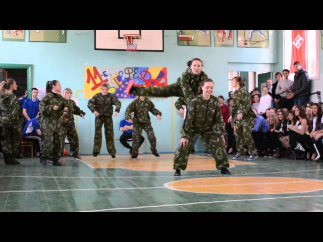 Танец девушек А ну-ка,парни!(Агутин) 11 класс
