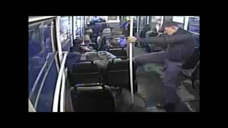 Полная версия нападения психопата на пассажиров в екатеринбургском трамвае