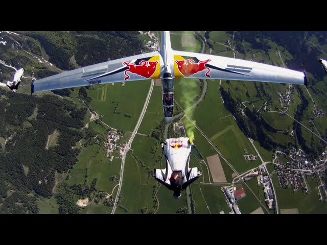 Wing suit team and acrobatic gliders stunt flying - Akte Blanix 3