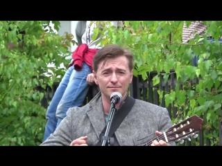 Безруков читает стих В Высоцкого Мне скулы от досады сводит и поет песню Вд