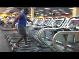 Treadmill Dance 2.0(Негр танцует на беговой дорожке.)