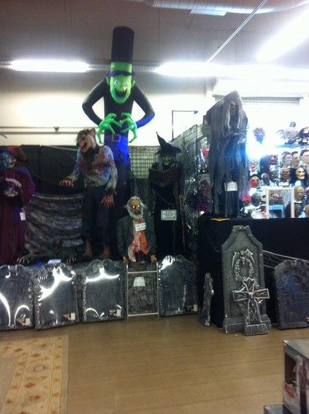 Типичный магазин с товарами для Хэллоуина в США