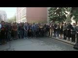 В Москве у посольства Украины прошла акция памяти жертв пожара в Доме профсоюзов в Одессе - Первый канал