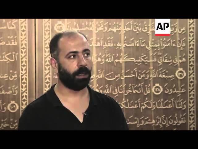 Сирийский беженец в одиночку вырезает из дерева самый большой Коран
