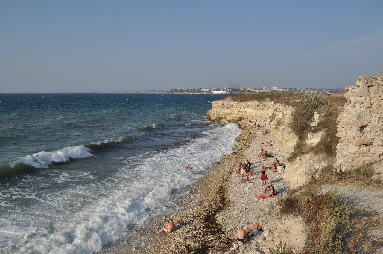 Дикий пляж недалеко от Севастополя
