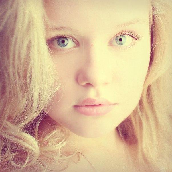 Фото девушек в белых линзах