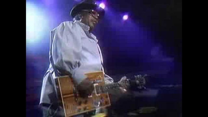 Bo Diddley - I'm A Man (From Legends of Rock 'n' Roll DVD)