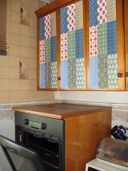 кухня в стиле прованс фото, классический прованс на кухне фото, кухня прованс фото, наклейка пэчворк фото, декор дверок наклейкой пэчворк фото, фасады в стиле пэчворк фото