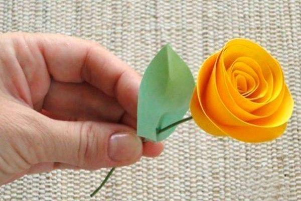 Как сделать розочки из цветной бумаги своими руками