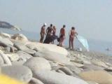 Нудисты голые мужики и голая девушка подрались на нудисттском пляже