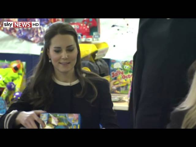 Kate Rolls Eyes At Bossy Christmas Wrapping Demand