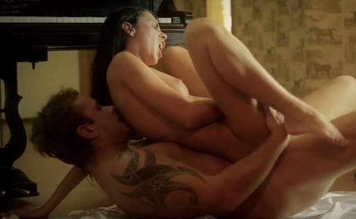 Секс на полу с мужем