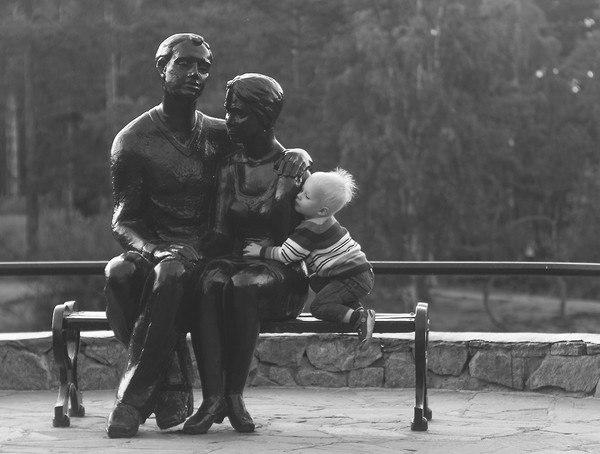 Картинки по запросу дети с памятниками