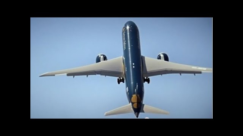 Making of - Boeing 787-9 Dreamliner flying display