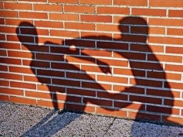 АТЫРАУДАҒЫ ТАКСИСТ ПЕН БОЙЖЕТКЕННІҢ ТӨБЕЛЕСІ КӨПШІЛІКТІ ТАҢ ҚАЛДЫРДЫ (ВИДЕО)