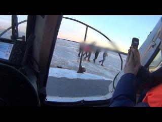 С треснувшей льдины в Финском заливе сняли пятерых подростков