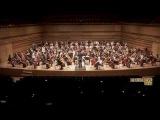 Оркестр играет опенинг