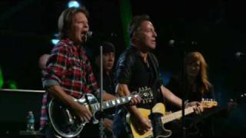 Bruce Springsteen w. John Fogerty - Fortunate Son - Madison Square Garden, NYC - 2009102930