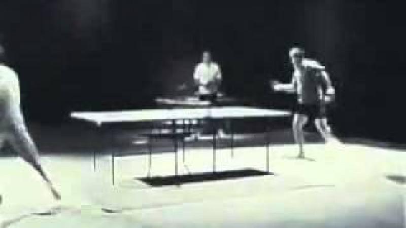 Брюс Ли играет в пин понг исспользуя нунчаки flv