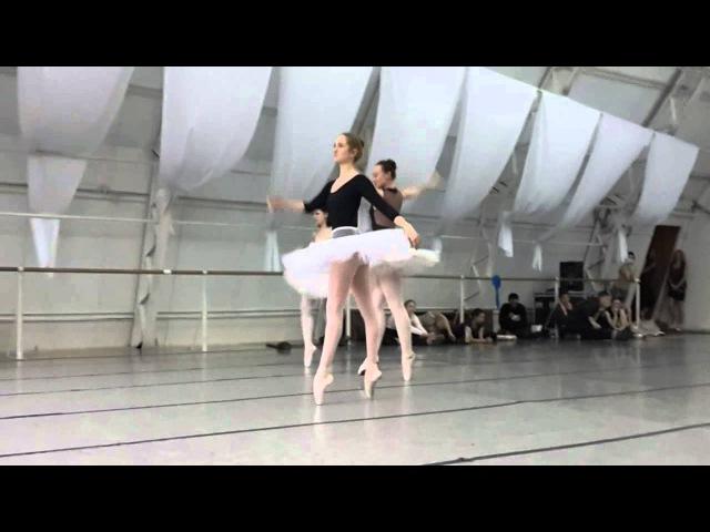балерины отрываются во время репетиции спектакля