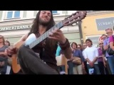 Завораживающая игра на гитаре! Best Street Guitar Player Ever! (The Song of the Golden Dragon)