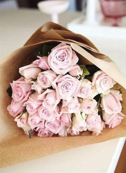 19 роз в крафт бумаге всего 1100 рублей