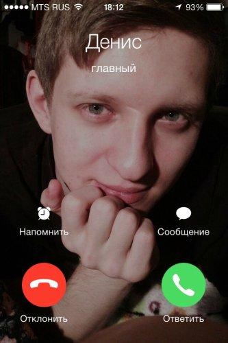 он мне не звонит: