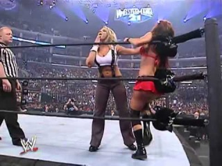 [Wrestling Museum] Trish Stratus vs Christy Hemme with Lita
