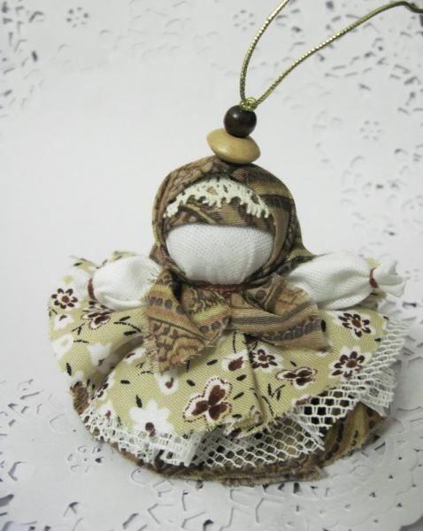 Кукла Параскева делалась для помощи в рукоделии.