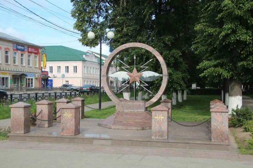 Мемориальный одиночный комплекс из двух видов гранитов Кимовск