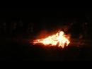Прижки в шоломах через вогнище