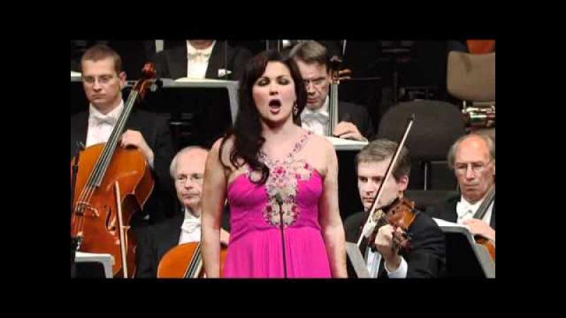 Massenet: Manon - Act III Gavotte: Obéissons quand leur voix appelle (Netrebko de Billy 2010 Wien)