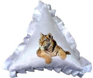 печать на подушках треугольная